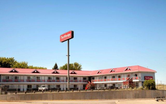 Отель Thriftlodge Saskatoon вид на фасад