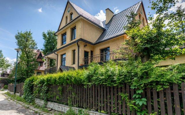 Отель Szarotka Закопане вид на фасад
