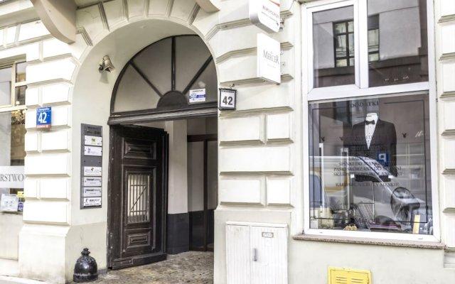 Отель Mish Mash Nowogrodzka - Hostel Польша, Варшава - отзывы, цены и фото номеров - забронировать отель Mish Mash Nowogrodzka - Hostel онлайн вид на фасад