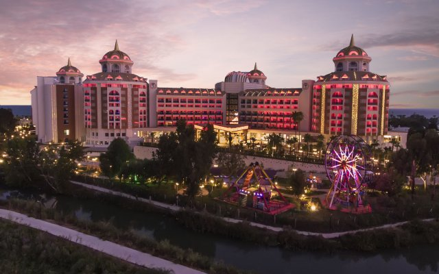 Отель Delphin BE Grand Resort вид на фасад