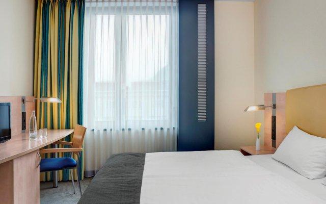 Отель InterCityHotel Hamburg Hauptbahnhof Германия, Гамбург - 1 отзыв об отеле, цены и фото номеров - забронировать отель InterCityHotel Hamburg Hauptbahnhof онлайн комната для гостей