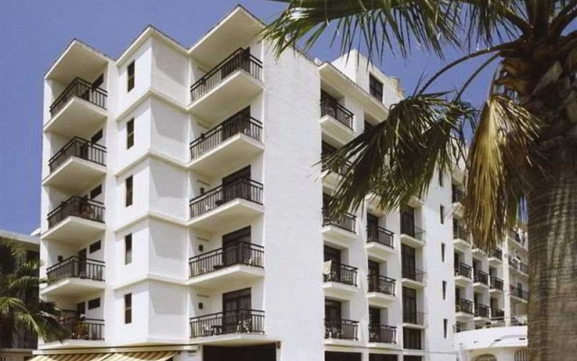 Отель Apartamentos Mestret Испания, Сан-Антони-де-Портмань - отзывы, цены и фото номеров - забронировать отель Apartamentos Mestret онлайн вид на фасад