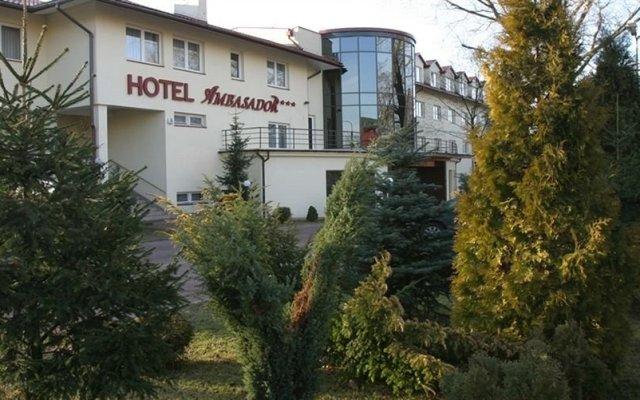 Hotel Ambasador Chojny вид на фасад