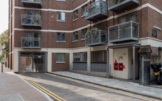 Апартаменты Hoxton 2 Bed Apartment by BaseToGo вид на фасад