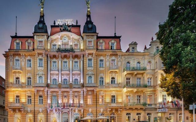 Отель GRANDHOTEL PACIFIk Марианске-Лазне вид на фасад