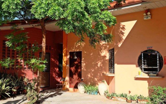 Отель Mactan Golden Motel Филиппины, Лапу-Лапу - отзывы, цены и фото номеров - забронировать отель Mactan Golden Motel онлайн вид на фасад