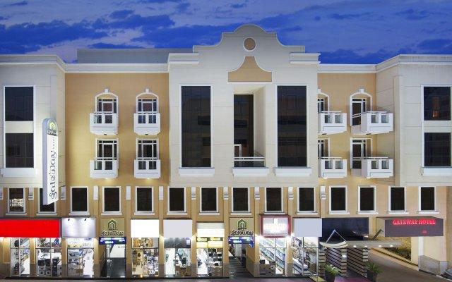 Gateway Hotel вид на фасад