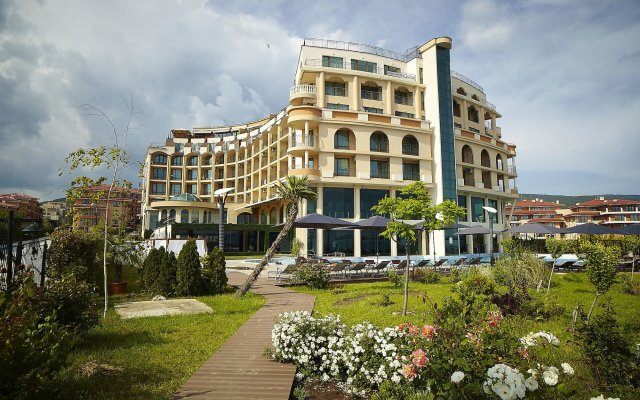 Grand Hotel Sveti Vlas вид на фасад