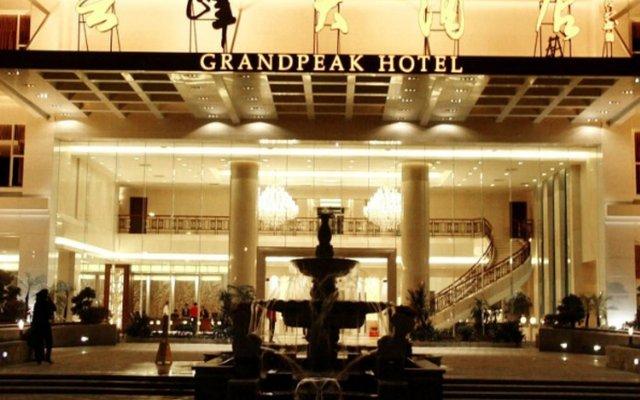 Grand Peak Hotel вид на фасад