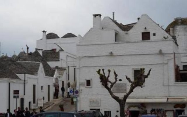 Hotel Ristorante Colle Del Sole Альберобелло вид на фасад