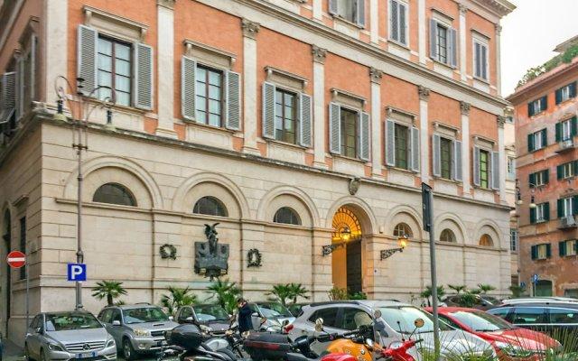 Majestic 1BR & 2BR Suites Next To the Colosseum at Piazza Venezia