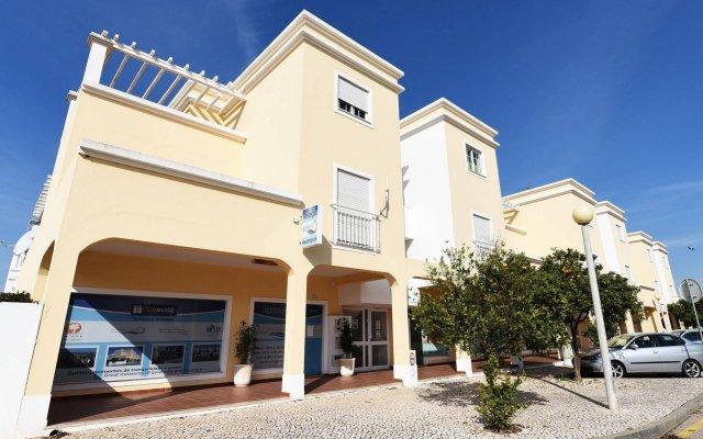 Отель Alturamar Apartamentos Кастру-Марин вид на фасад