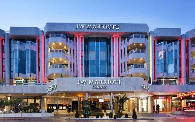 Отель JW Marriott Cannes вид на фасад