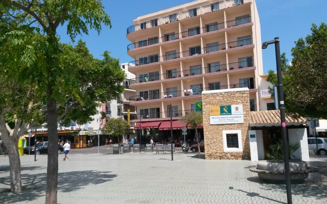 Отель The Red by Ibiza Feeling вид на фасад