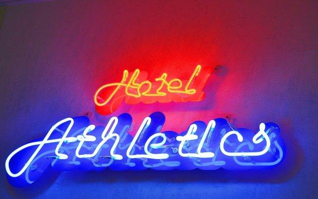 Отель Athletics вид на фасад