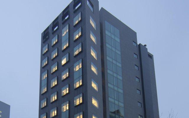 STAY B Hotel Myeongdong вид на фасад