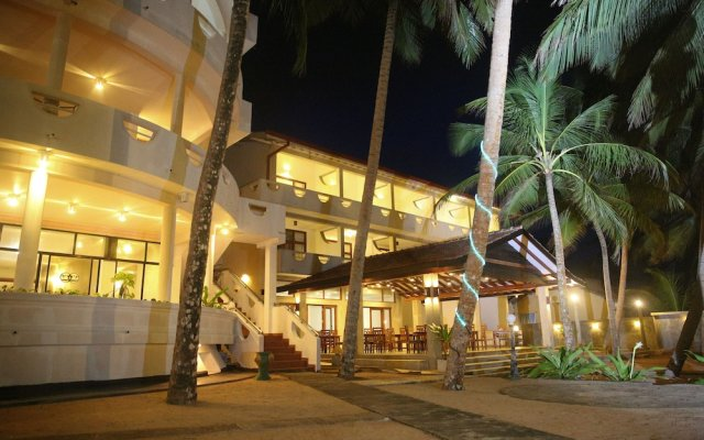 Отель Oasey Beach Hotel Шри-Ланка, Индурува - 2 отзыва об отеле, цены и фото номеров - забронировать отель Oasey Beach Hotel онлайн вид на фасад