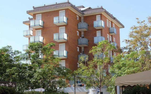 Hotel Caesar вид на фасад