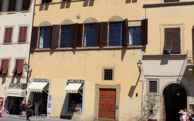 Апартаменты Art Apartment Santa Croce вид на фасад