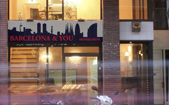 Barcelona & You (alberg-hostel) Барселона вид на фасад