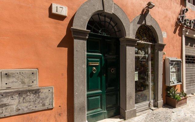 Отель Piccolo Trevi Suites вид на фасад