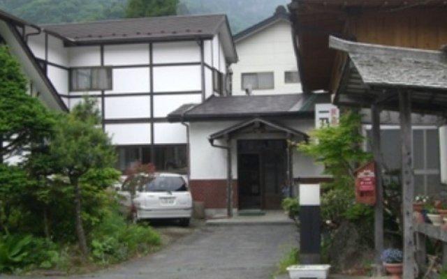 Отель Minshuku Ichinoya Никко вид на фасад