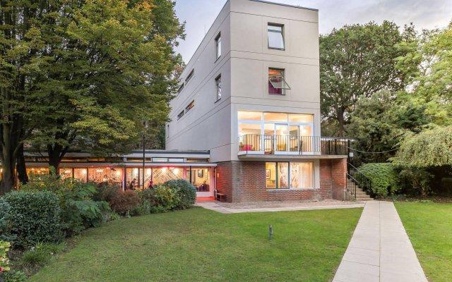 Отель Safestay London Kensington Holland Park Великобритания, Лондон - 1 отзыв об отеле, цены и фото номеров - забронировать отель Safestay London Kensington Holland Park онлайн вид на фасад