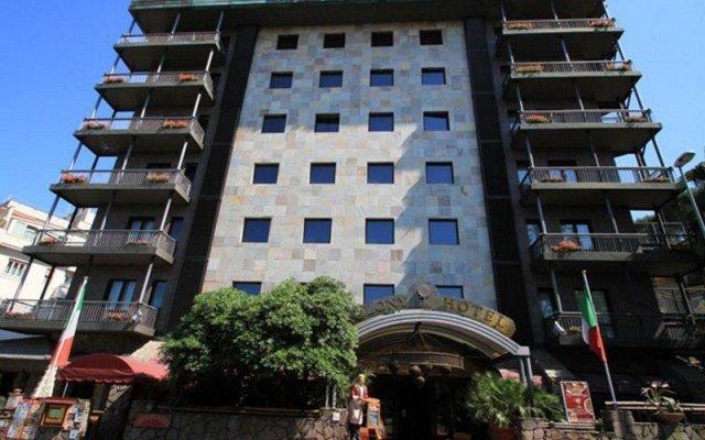 Отель Colony вид на фасад