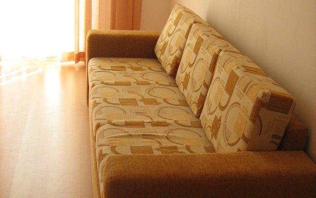 Апартаменты Quiet Family Apartment in Sunny Day комната для гостей