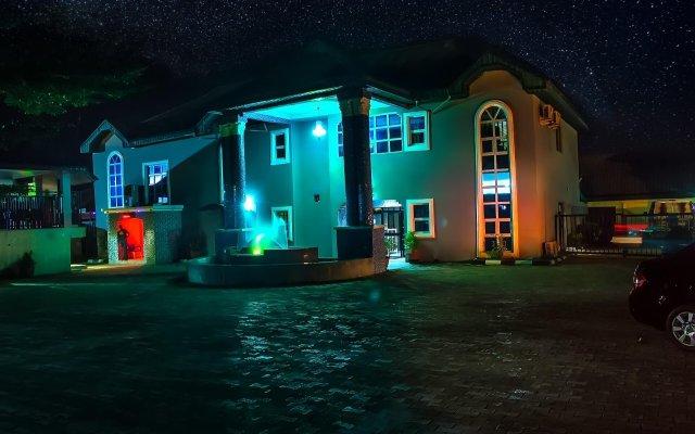Отель Keves Inn and Suites Нигерия, Калабар - отзывы, цены и фото номеров - забронировать отель Keves Inn and Suites онлайн вид на фасад