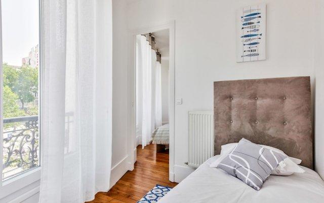 Отель 49 - Pretty Flat in Menilmontant Париж комната для гостей