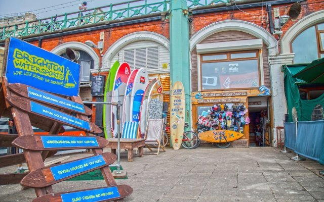Апартаменты Brighton Getaways - Artist Studio вид на фасад