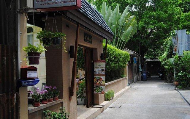 Отель Baan Dinso Hosteltrok Sin Dinso Road вид на фасад