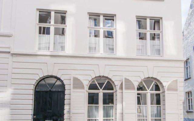 Отель Number16 Брюгге вид на фасад