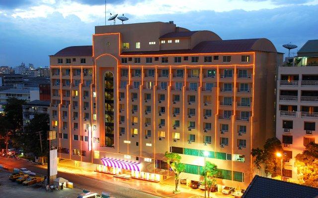 Отель HIP Бангкок вид на фасад