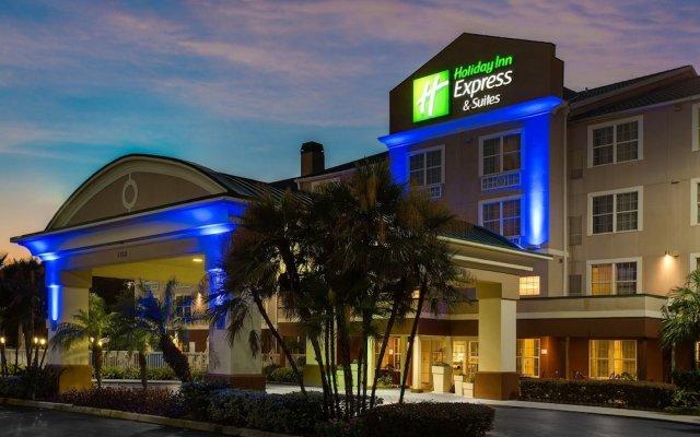 Отель Holiday Inn Express & Suites Sarasota East вид на фасад