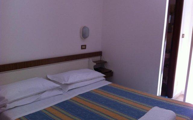 Hotel Villa Maris Римини комната для гостей