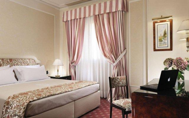 Hotel de La Ville комната для гостей