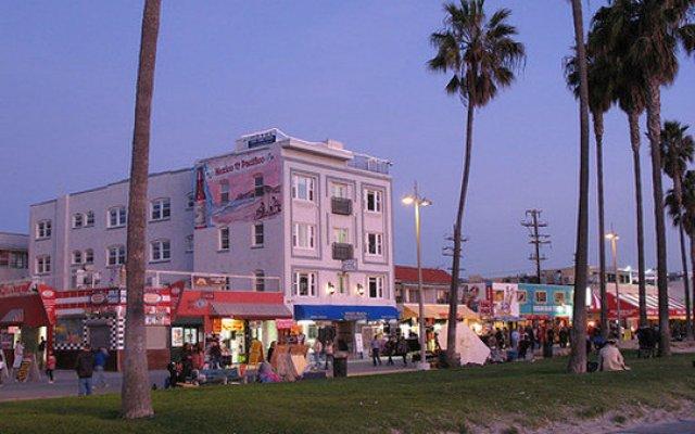 Отель Venice Beach Suites & Hotel США, Лос-Анджелес - отзывы, цены и фото номеров - забронировать отель Venice Beach Suites & Hotel онлайн вид на фасад