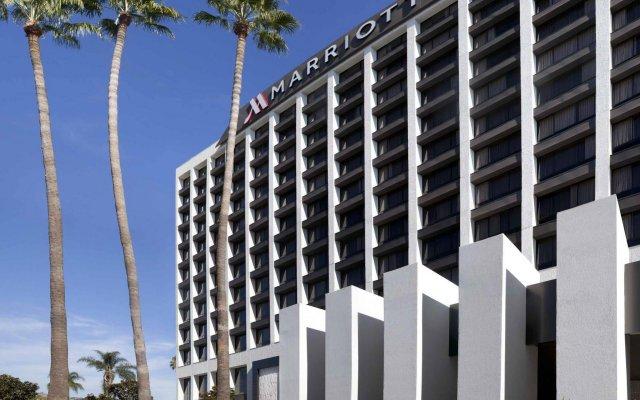 Отель Beverly Hills Marriott вид на фасад