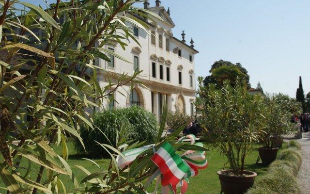 Отель Villa Ghislanzoni Италия, Виченца - отзывы, цены и фото номеров - забронировать отель Villa Ghislanzoni онлайн вид на фасад