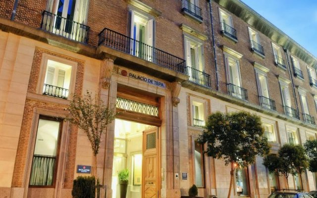 Отель NH Collection Palacio de Tepa вид на фасад