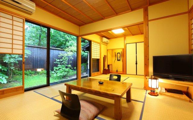 Отель Yamashinobu Минамиогуни комната для гостей