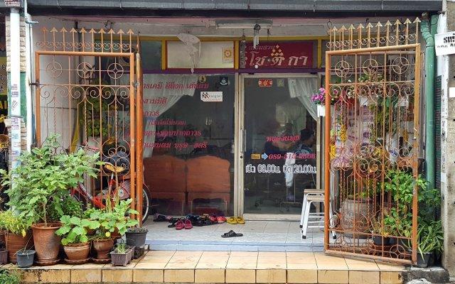 Oyo 129 Gems Park Hotel Бангкок вид на фасад