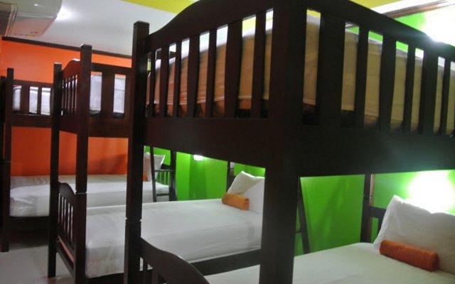 Silla Patong Hostel комната для гостей