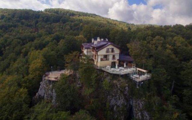 Family Hotel Balkanci Боженци вид на фасад