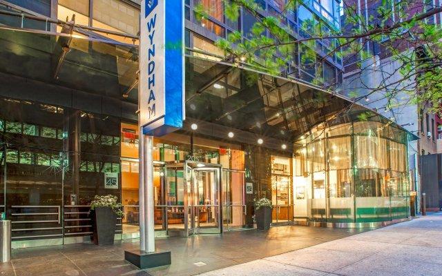 Отель The Wyndham Midtown 45 вид на фасад