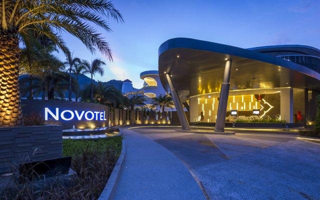Отель Novotel Phuket Karon Beach Resort & Spa Пхукет вид на фасад