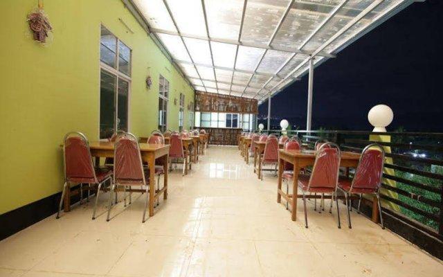 Отель Deluxe Hotel Мьянма, Хехо - отзывы, цены и фото номеров - забронировать отель Deluxe Hotel онлайн питание