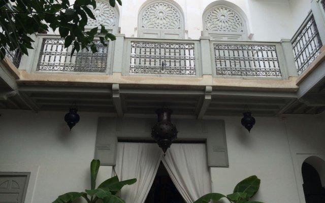 Отель Riad Dar Nabila вид на фасад
